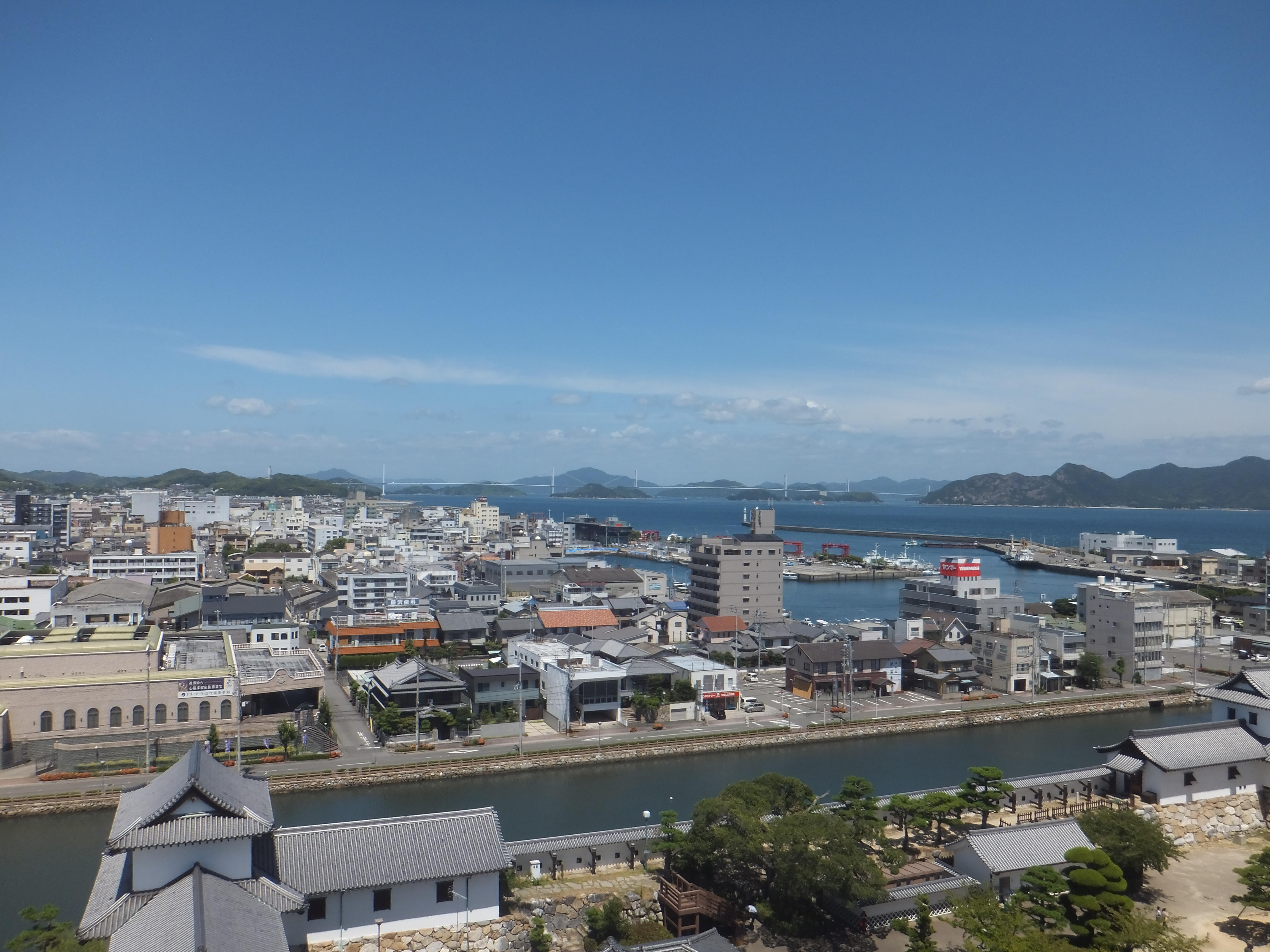 今治城天守より来島海峡大橋方面.JPG