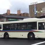 さて、ここで問題です。このバスはどこの会社のバスでしょうか?